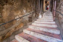 SCIACCA ITALIEN - Oktober 18, 2009: trappuppgången som stiger ned f Royaltyfria Foton
