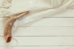 Scialle di preghiera - simbolo religioso ebreo del corno dello Shofar e di Tallit Fotografie Stock