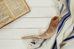 Scialle di preghiera - simbolo religioso ebreo dello Shofar e di Tallit (corno) Fotografie Stock Libere da Diritti