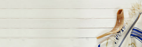 Scialle di preghiera - Tallit e Shofar & x28; horn& x29; Symbo religioso ebreo immagine stock