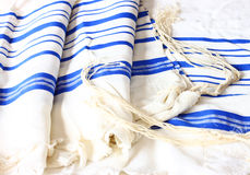 Scialle di preghiera - Tallit, simbolo religioso ebreo Immagine Stock