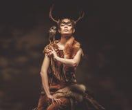 Sciamano della donna in indumento rituale Fotografia Stock Libera da Diritti