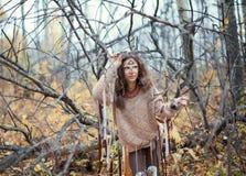 Sciamano Girl nella foresta di autunno Immagine Stock Libera da Diritti