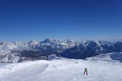 Sciando nell'area dello sci dell'Italia delle alpi di Dolomti Immagine Stock