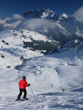 Sciando nelle alpi europee Immagini Stock