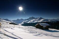 Sciando nelle alpi svizzere Immagini Stock Libere da Diritti