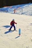 Sciando nelle alpi svizzere nei giorni di inverno Fotografia Stock Libera da Diritti