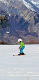Sciando nelle alpi svizzere nei giorni di inverno Fotografie Stock Libere da Diritti