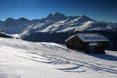 Sciando nelle montagne svizzere Fotografie Stock Libere da Diritti