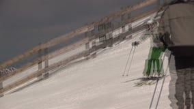 Sciando a Saalbach-hinterglemm Austria stock footage