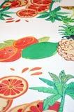 Sciarpa di seta dipinta a mano Foglia di palma verde e frutti fotografie stock