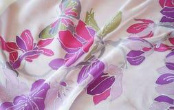 Sciarpa di seta dipinta a mano Primavera-estate immagine stock libera da diritti