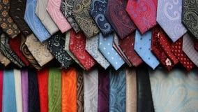 Sciarpe differenti delle cravatte da vendere Fotografie Stock