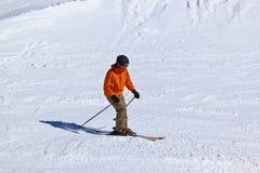 Sciatore alla stazione sciistica Innsbruck - Austria delle montagne Immagini Stock