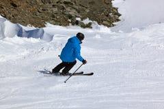 Sciatore alla stazione sciistica Innsbruck - Austria delle montagne Fotografie Stock
