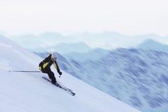 Sciatore in alte montagne Immagine Stock Libera da Diritti