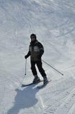 Sciatore nella neve della polvere Fotografia Stock