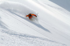 Sciatore in polvere profonda, freeride estremo fotografie stock