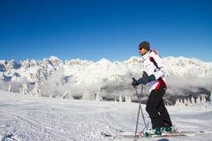 Sciatore sulla montagna Fotografia Stock