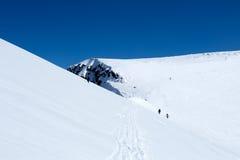 Sciatori e snowboarders Fotografia Stock