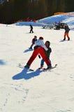 Sciatori e spettacolo in alpi svizzere Fotografie Stock