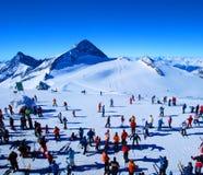 Sciatori in inverno immagine stock libera da diritti
