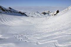 Sciatori nella stazione sciistica di Kitzsteinhorn, alpi austriache Immagine Stock