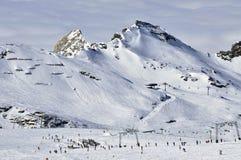Sciatori nella stazione sciistica di Kitzsteinhorn, alpi austriache Fotografie Stock