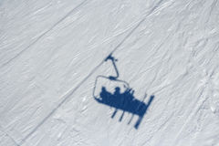 Sciatori su un sollevamento di sci Immagine Stock Libera da Diritti