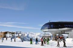Sciatori in un'area dello sci Immagini Stock Libere da Diritti