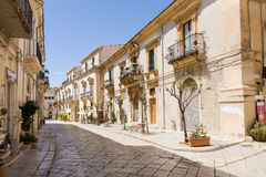 Scicli gata, Sicilien arkivbild