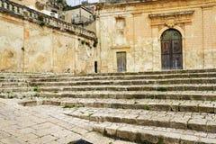 Scicli Sicilien, Italien Stenlagd fyrkant och barock kyrka arkivfoto