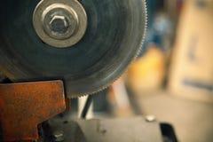 Scie électrique de circulaire pour le métal Photo stock