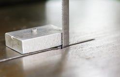 Scie pour couper l'aluminium photographie stock libre de droits