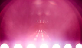 Sciencefictions-Hintergrund mit vielen rosa Blendenfleck Stockfotos