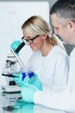 Scientifique de chimie Images libres de droits