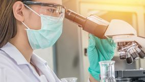 Scientist working at laboratory Royalty Free Stock Photos