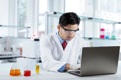 Scientist working in the lab with laptop Royalty Free Stock Photos