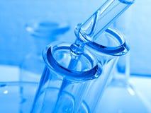 Scienza e cristalleria e provetta mediche. Fotografia Stock