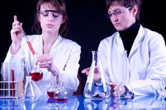 Scienziati femminili Fotografia Stock