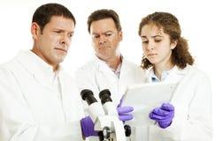 Scienziati - risultati della prova sconosciuti Fotografia Stock