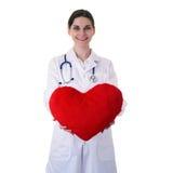 Scienziato di aiuto di medico femminile in camice sopra fondo isolato Immagine Stock