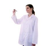 Scienziato di aiuto di medico femminile in camice sopra fondo isolato Fotografie Stock