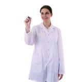 Scienziato di aiuto di medico femminile in camice sopra fondo isolato Fotografie Stock Libere da Diritti