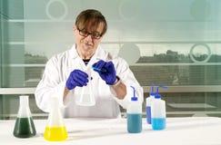 Scienziato di chimica Immagini Stock
