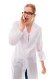 Scienziato femminile che grida con le mani che foggiano a coppa bocca Fotografia Stock