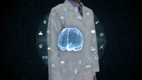 Scienziato femminile, ingegnere che tocca il cervello blu di Digital, Internet di tecnologia di cose, intelligenza artificiale