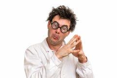 Scienziato pazzo con i vetri che pensa al suo esperimento Immagini Stock Libere da Diritti