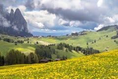 Sciliar nelle nuvole, Tirolo del sud, Italia Fotografia Stock