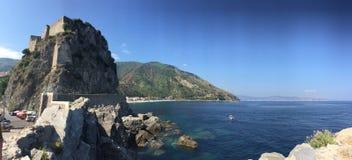 Scilla,雷焦卡拉布里亚,意大利城堡  免版税库存照片